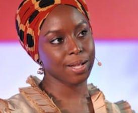 Chimamanda Adichie: El peligro de contar (y contarnos) una sola historia